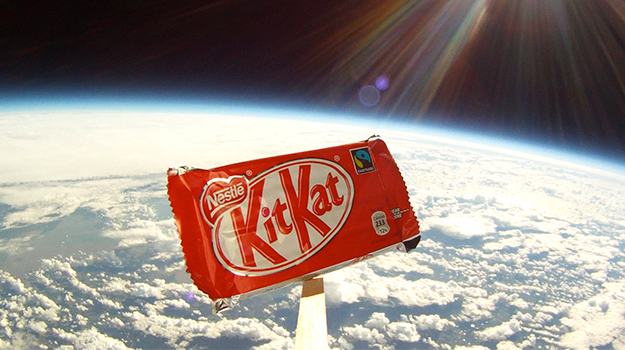 KitKat defies gravity - Video